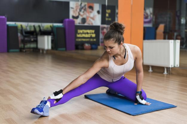 woman-exercising-on-yoga-mat_23-2147789620